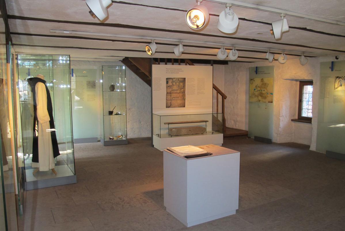 """Literaturmuseum """"Besuchen. Bilden. Schreiben. Das Kloster Maulbronn und die Literatur"""" in Kloster Maulbronn; Foto: Staatliche Schlösser und Gärten Baden-Württemberg, Elena Hahn"""