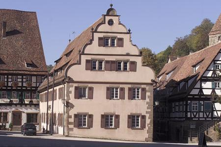 Außenansicht des ehemaligen Marstalls und Haberkastens des Klosters Maulbronn; Foto: Staatliche Schlösser und Gärten Baden-Württemberg, Arnim Weischer