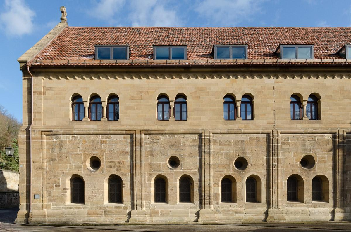 Außenansicht des Laienrefektoriums von Kloster Maulbronn; Foto: Staatliche Schlösser und Gärten Baden-Württemberg, Julia Haseloff