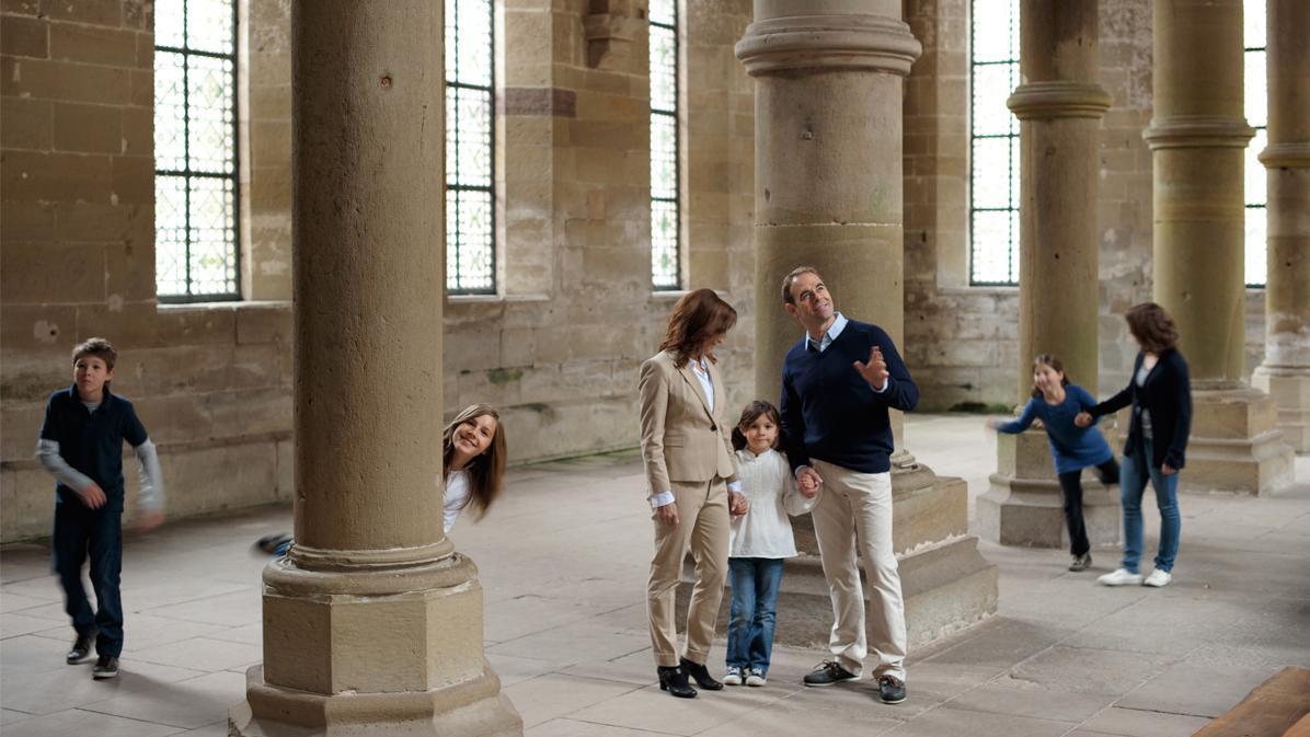 Besucher im Herrenrefektorium von Kloster Maulbronn; Foto: Staatliche Schlösser und Gärten Baden-Württemberg, Niels Schubert