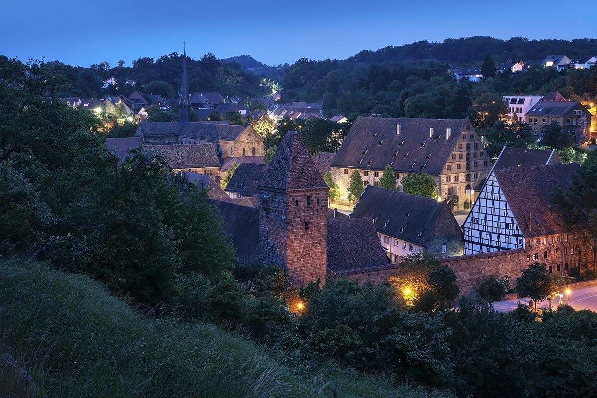 Das Kloster Maulbronn bei Nacht; Foto: Staatliche Schlösser und Gärten Baden-Württemberg, Günther Bayerl
