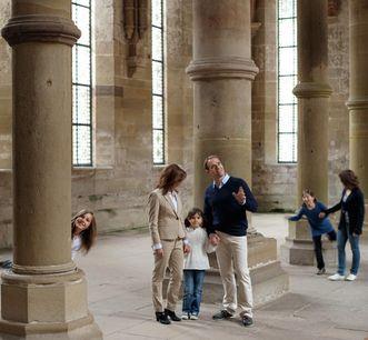Besucher im Herrenrefektorium des Klosters Maulbronn