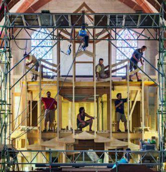 Organ builders at work. Image: Vermögen und Bau Baden-Württemberg