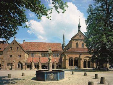 Kloster Maulbronn, Brunnen vor dem Kloster