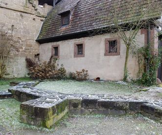 Fundament des Chors einer ehemaligen Kapelle des Klosters Maulbronn; Foto: Staatliche Schlösser und Gärten Baden-Württemberg, Julia Haseloff