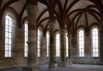 Visitors in the cloister, Maulbronn Monastery. Image: Staatliche Schlösser und Gärten Baden-Württemberg, Niels Schubert