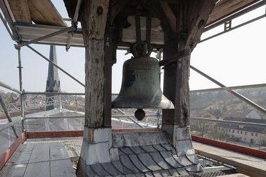 Alte Glocke im kleinen Dachreiter; Foto: Vermögen und Bau Baden-Württemberg, Robert Mehl