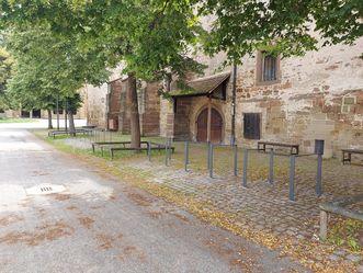 Kloster Maulbronn, Fahrradständer im Klosterhof