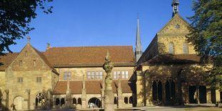 Klosterhof von Kloster Maulbronn mit Brunnen